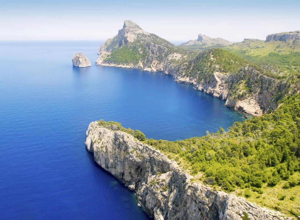 Leppoisa retki Formentorin niemen upeissa maisemissa takaa henkeäsalpaavan kauniit maisemat välimerelle.