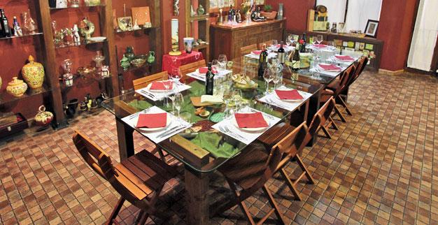 Yläkerrassa on tilaa järjestää ikimuistoinen illallinen isommallekin seurueelle.