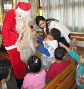 Joulupukin pussista löytyi iloisia yllätyksiä.