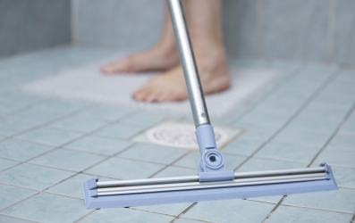 kylpyhuoneen lattian kuivaus