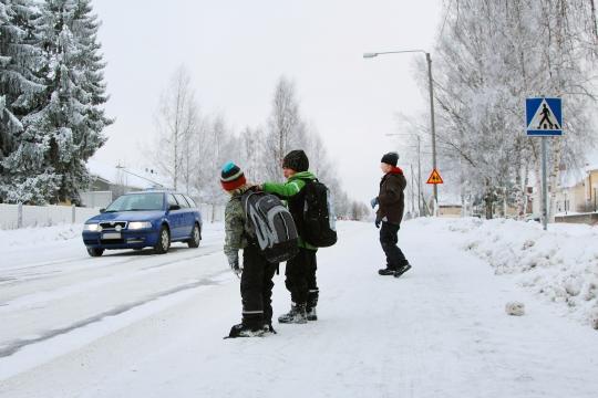 Lapset talvisessä säässä