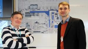 Projektchef Esa-Pekka Timonen och huvudplanerare Pasi Pekkala i projektets nav Big Room i Finavias kontorstorn.